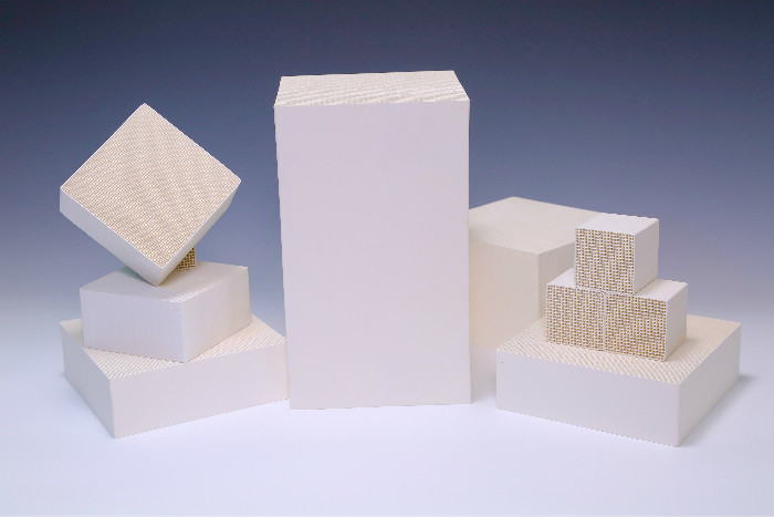 Al2O3 Honeycomb Monolithic Catalyst Support White For Industrial VOC